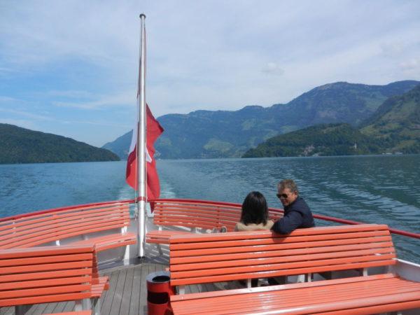 ... und dann fährt unser Schiff zwischen den Nasen hindurch ins Gersauer Becken.