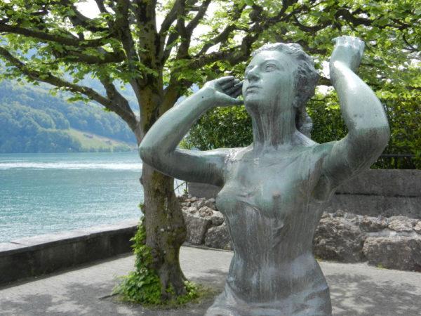 Auch in Brunnen gibt's Skulpturen: Hier das Othmar-Schoeck-Denkmal von Josef Bisa (1908 -1976).